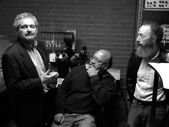 Los doctores Arturo Picones, Arturo Hernández y Alberto Darszon, líderes del proyecto (Foto: AMC).