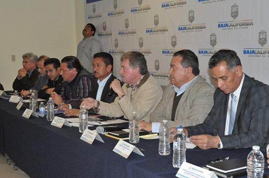 """El edil, a un lado de Francisco Vega, pidió """"respuestas contundentes"""" y menos """"declaraciones"""" (Foto: Ayuntamiento de Ensenada)."""