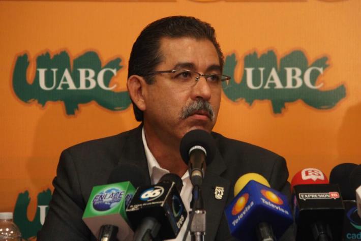 El rector de la UABC, Felipe Cuamea (Foto: internet).