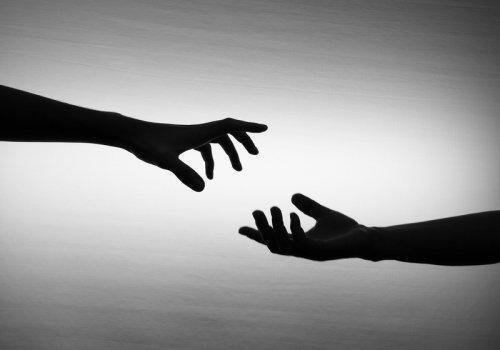adios y reencuentro manos