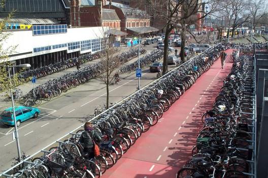 Compromiso total del gobierno holandés con  los ciclistas, que éstos se cuentan por decenas de miles