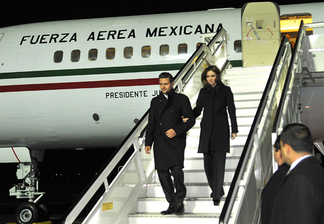 EPN ESPOSA Y AVION PRESIDENCIAL