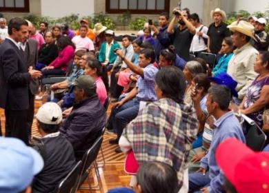 AYOTZINAPA EPN Y PADRES DE NORMALISYAS