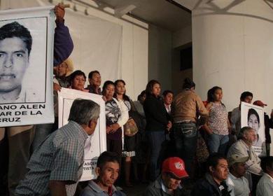 AYOTZINAPA PADRES EN LOS PINOS