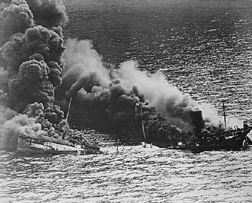 """El buque petrolero mexicano """"Faja de Oro"""" al momento de su hundimiento (Foto: internet)."""