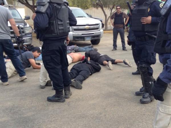 Personas detenidas en los operativos de las fuerzas policiales del estado en San Quintín (Foto: Internet).
