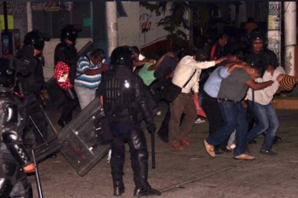 GENTE PRESA POLICIAS FEDERALES
