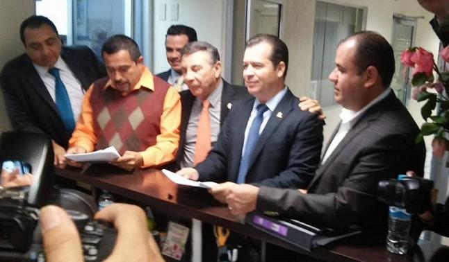 Diputados y periodistas presentan por separado sus respectivas iniciativas (Foto: cortesía)
