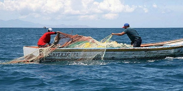 Desde el punto de vista biológico y oceanográfico, el mar es un sistema complejo, por ello, los trabajos de investigación del biólogo marino chileno Juan Carlos Castilla están centrados en entender cómo funcionan los sistemas marinos costeros, incluyendo la presencia del ser humano como pescador (Foto: veoverde.com)