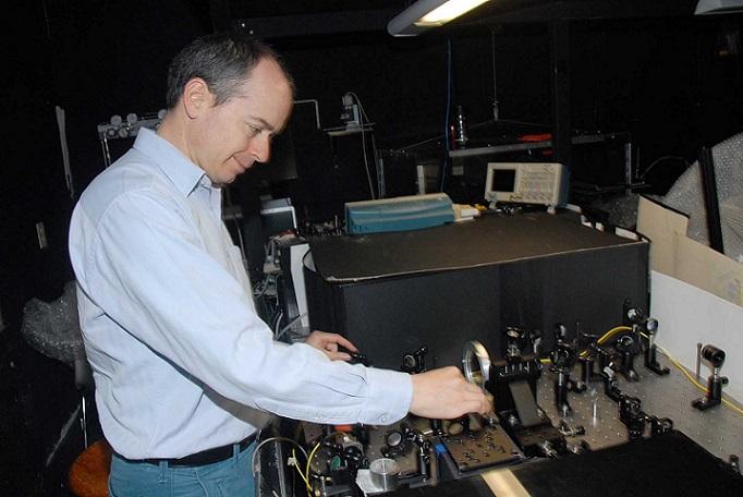 El doctor Alfred U´Ren Cortés, del Instituto de Ciencias Nucleares de la UNAM, obtuvo en Premio de la Investigación de la Academia Mexicana de Ciencias en el 2013, en el área de ciencias exactas (Foto: DGDC-UNAM).