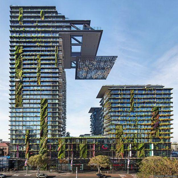 Parece que desafía la gravedad. Son las torres del proyecto One Central Park que han transformado el horizonte de Sídney. Se trata de un jardín vertical, diseñado en colaboración con el artista y botánico francés Patrick Blanc, que cubre gran parte de las fachadas de estos los edificios.