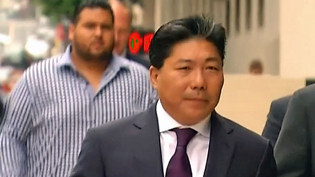 Susumo Azano Jr al arribar a la corte federal en San Diego, California (Foto: internet).