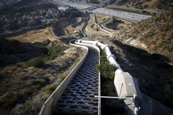 El acueducto que alimenta a Los Ángeles, este lunes 4 de mayo (REUTERS).