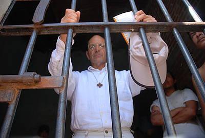 El carismático sacerdote ya es observador de los jornaleros agrícolas en la reunión del 4 de junio en San Quintín )Foto: internet).