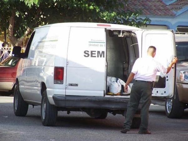 El cuerpo sin vida del menor listo para ser trasladado al Servicio Médico Forense (Fotos: internet).