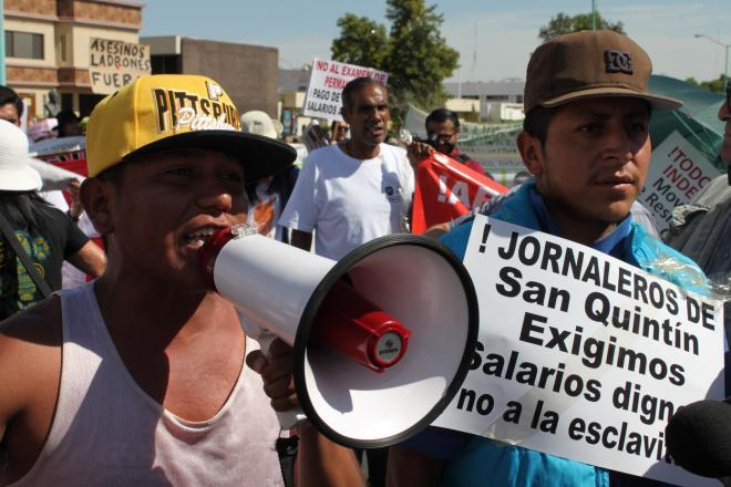 JORNALEROS PROTESTA MEGAFONO
