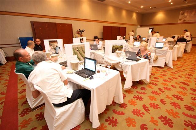Asistentes al Coloquio del vino sustentable que organizó la Escuela de Gastronomía y Enología de la UABC (Foto: UABC).