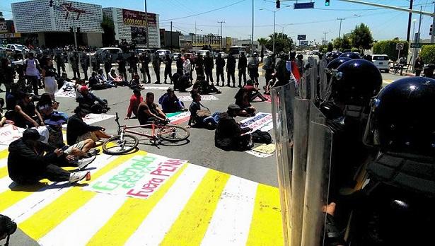 EPN PROTESTA 1JUNIO2015 CICLISTAS PROTESTAN