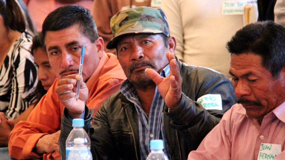 Justino Herrera (de gorra y chamarra), dirigente inconforme con los acuerdos del 4 de junio (Foto: internet)
