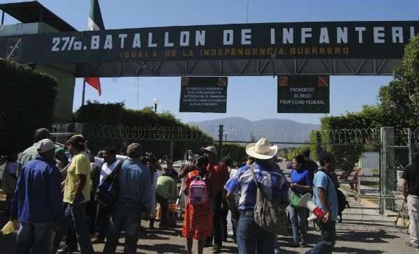 AYOTZINAPA BATALLON MILITAR IGUALA