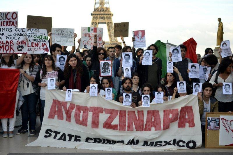 AYOTZINAPA PROTESTA FRANCIA