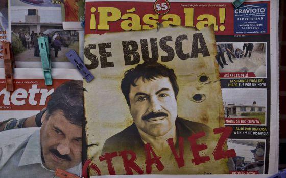 Imágenes de El Chapo Guzmán tras su huida en un kiosco en México / YURI CORTEZ (AFP)