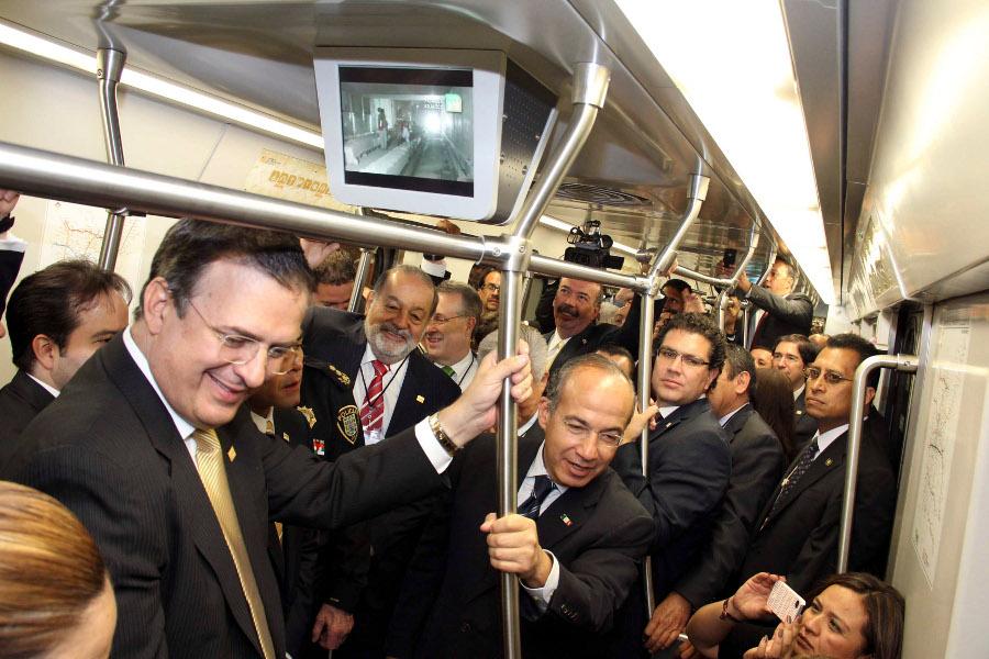 MÉXICO, D.F., 30OCTUBRE2012.- Marcelo Ebrad, jefe de gobierno del D.F. y Felipe Calderón, presidente de México; durante la inauguración de la Línea 12 de Sistema de Transporte Colectivo Metro. FOTO: CUARTOSCURO.COM