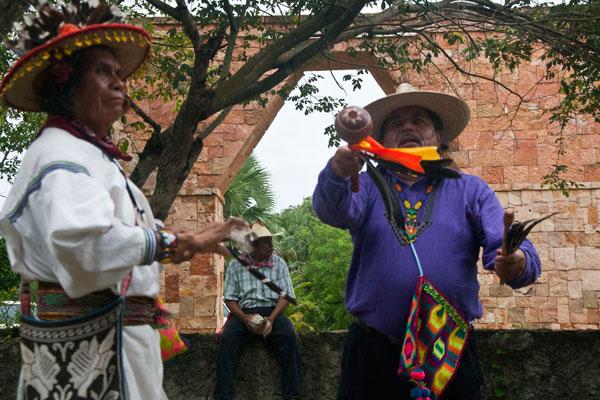 INDIGENAS MEXICO CHAMAN