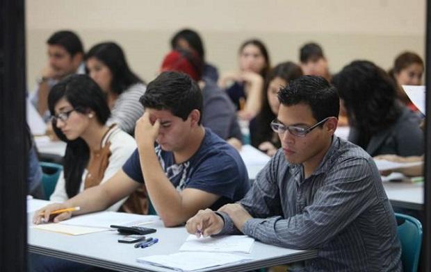 Cada año miles de estudiantes son rechazados por la UABC