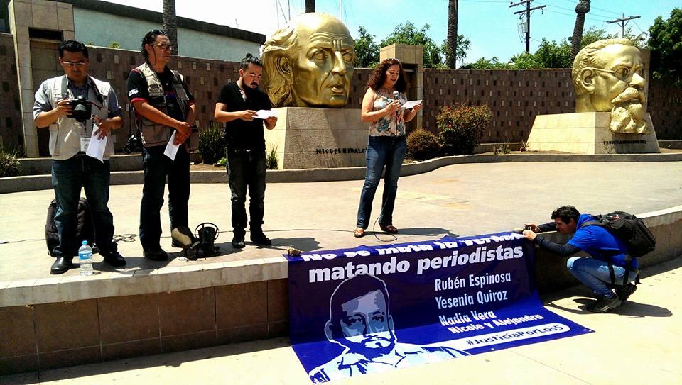 PERIODISTAS PROTESTA EDA 1