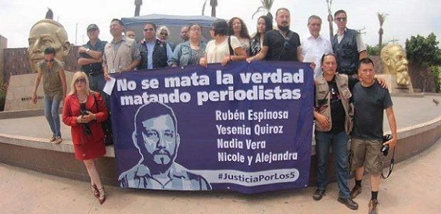 PERIODISTAS PROTESTA EDA