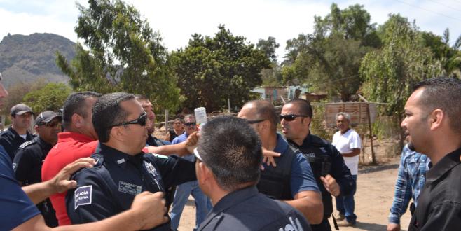 SANTA ANITA POLICIAS SE ENFRENTA