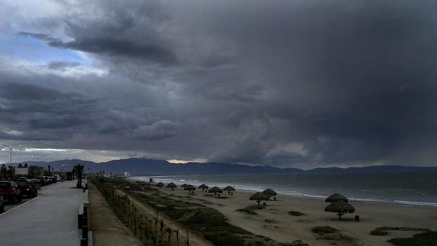 La bahía de Ensenada, en un amanecer nublado (Foto: CNN México).