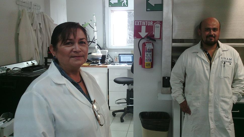 DRA SORIA CON DR EQUIPO CANCER