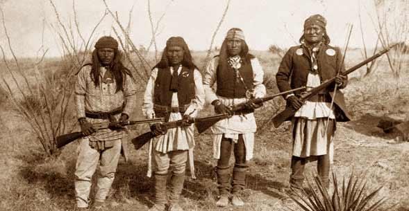 Guerreros apaches (Foto: Los Ángeles Press).