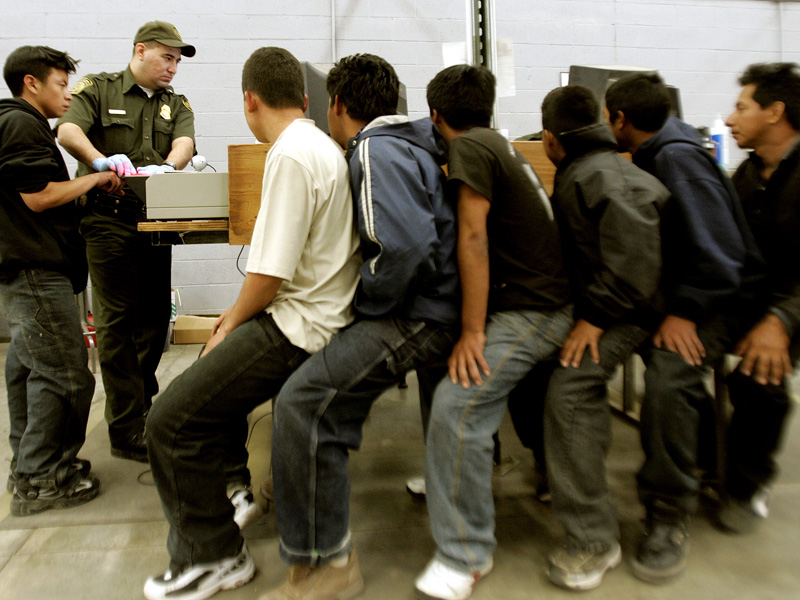 Mexicanos en los preparativos para ser deportados dellos Estados Unidos (Foto: News Oaxaca).