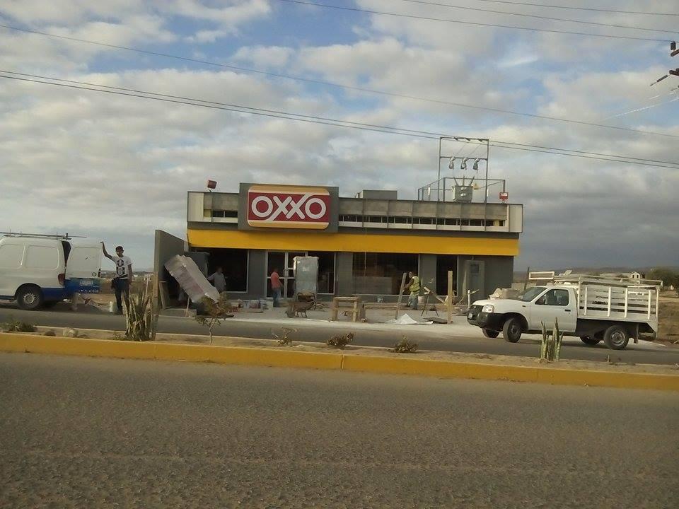 OXXO TIENDA COL 13 MAYO VICENTE GUERRERO