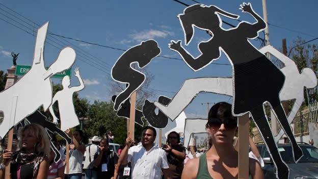 PROTESTA IMAGENES PAPEL MARCHA