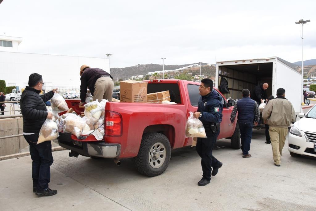 Continúa fluyendo la ayuda a los damnificados por la lluvia (Ayuntamiento Ensenada).
