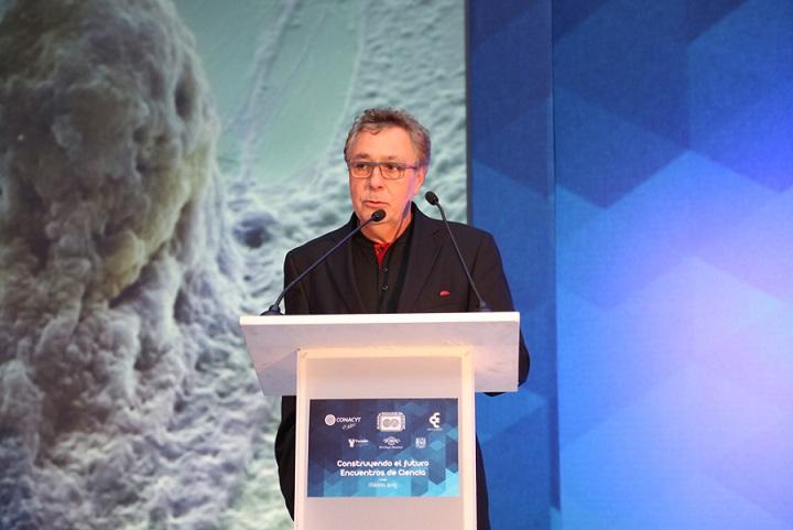 Doctor Alejandro Madrigal Fernández, director del Instituto de Investigación de la Fundación Anthony Nolan, y miembro correspondiente de la Academia Mexicana de Ciencias (Foto: AMC / Elizabeth Ruiz Jaimes).