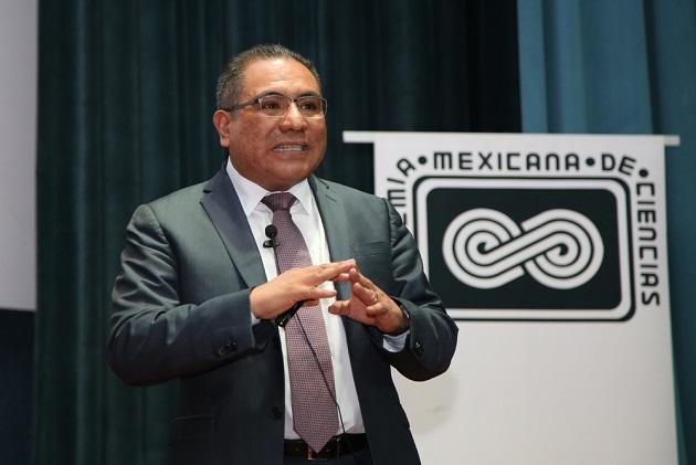 """El doctor Jaime Sánchez Valente impartió la conferencia """"Pasado y presente de la catálisis hacia un futuro sostenible"""", en el Instituto Mexicano del Petróleo, como parte del Ciclo de Conferencias """"Premios de Investigación de la AMC"""" (Foto: AMC/Elizabeth Ruiz Jaimes)."""