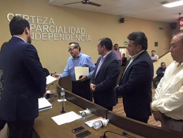 El ex panista, en su registro con el PES (Fotos: Rescatemos a Ensenada).