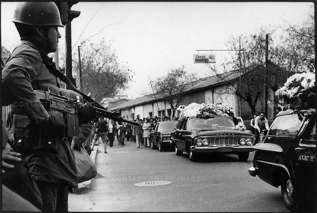 En el primer funeral de Pablo Neruda el pueblo chileno hizo su primer acto de protesta al grupo militar golpista. Esto en septiembre de 1973 (Internet).