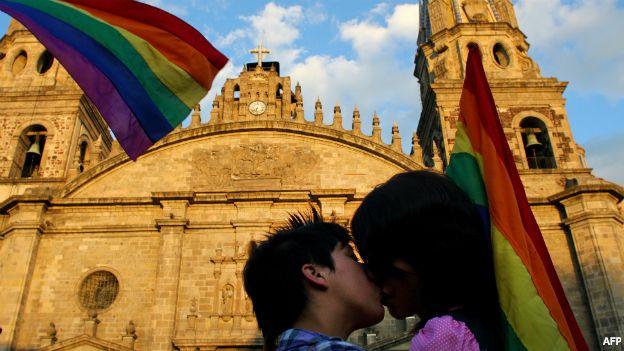 BESOS GAY BASILICA JALISCO