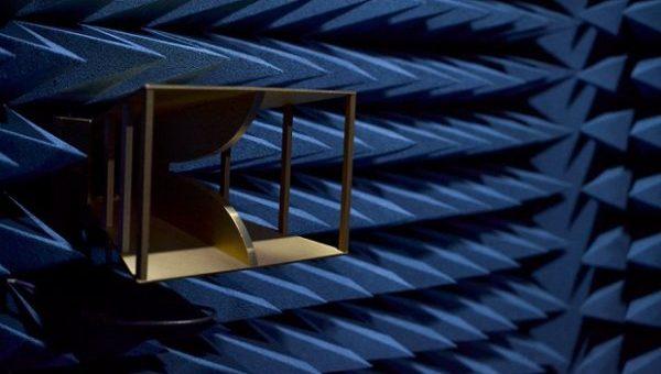 Cámara anecoica, o cómo medir dispositivos electrónicos sin interferencias ni reflexiones