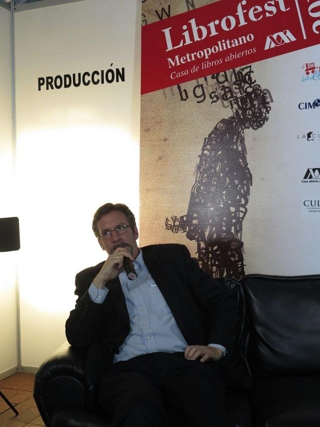 Dice John M. Ackerman que el pueblo mexicano es muy consciente, muy participativo, muy culto, con una gran historia, una cultura de rebeldía pero que se encuentra atrapado dentro de un sistema de control oligárquico.