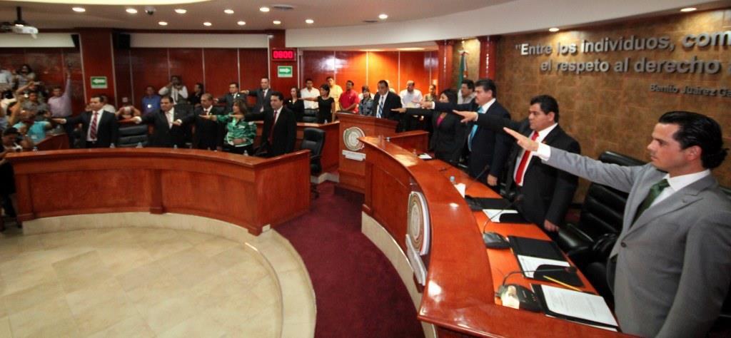 Los diputados de la XXI Legislatura de Baja California, en su toma de protesta (Foto: Congreso local).
