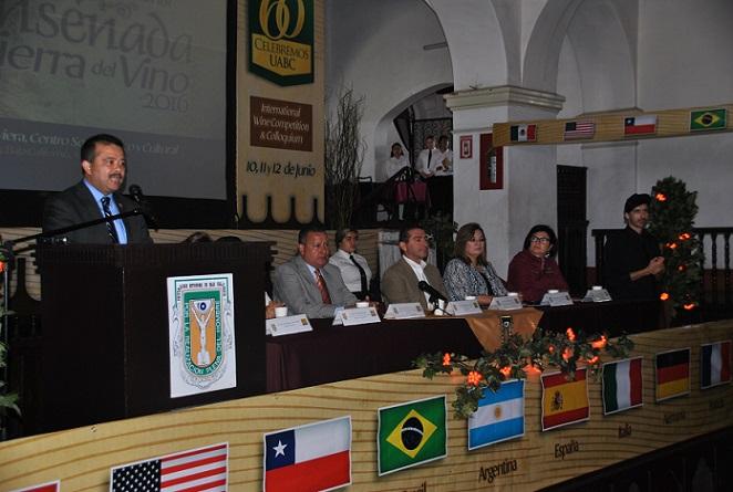 El rector de la UABC, en la apertura del concurso internacional vinícola (Foto: UABC).