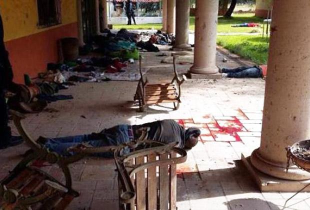 Los policías federales que participaron en el operativo de Tanhuato, Michoacán, asesinaron a 22 de los 42 muertos y usaron la fuerza de manera excesiva para matar a otros cuatro. Debido a la manipulación de la escena del crimen por parte de los agentes, la CNDH no pudo determinar cómo murieron los otros 16 (Foto: Diario de Oaxaca).