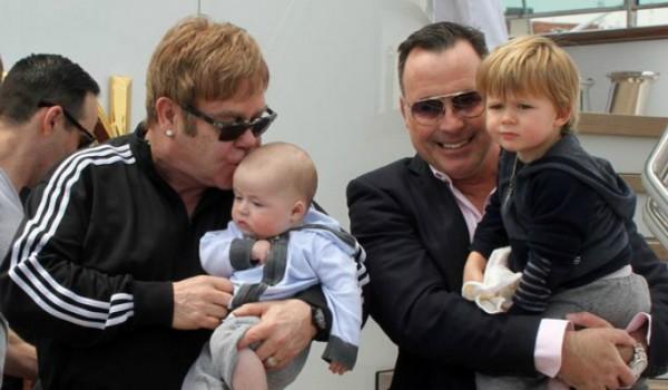 Elton-John-and-David-Furnish-e-hijos-600x350